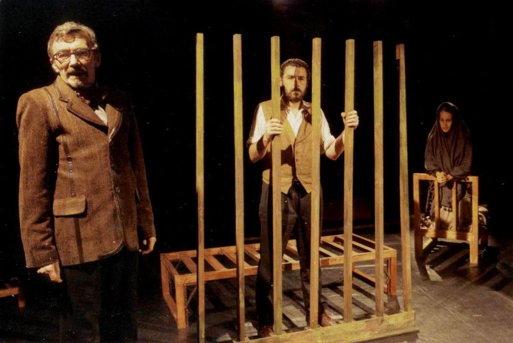 Vanzetti. . Xuiz con Vanzetti entre reixas e Luigina rezando